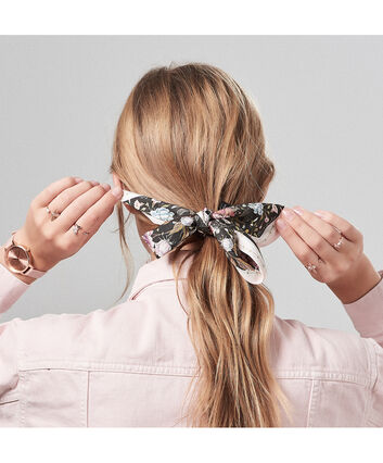 OLIVIA BURTON LONDON Scarf Tie Gift SetOB16GSET23 – Demi Dial in pink and Rose Gold - Front view
